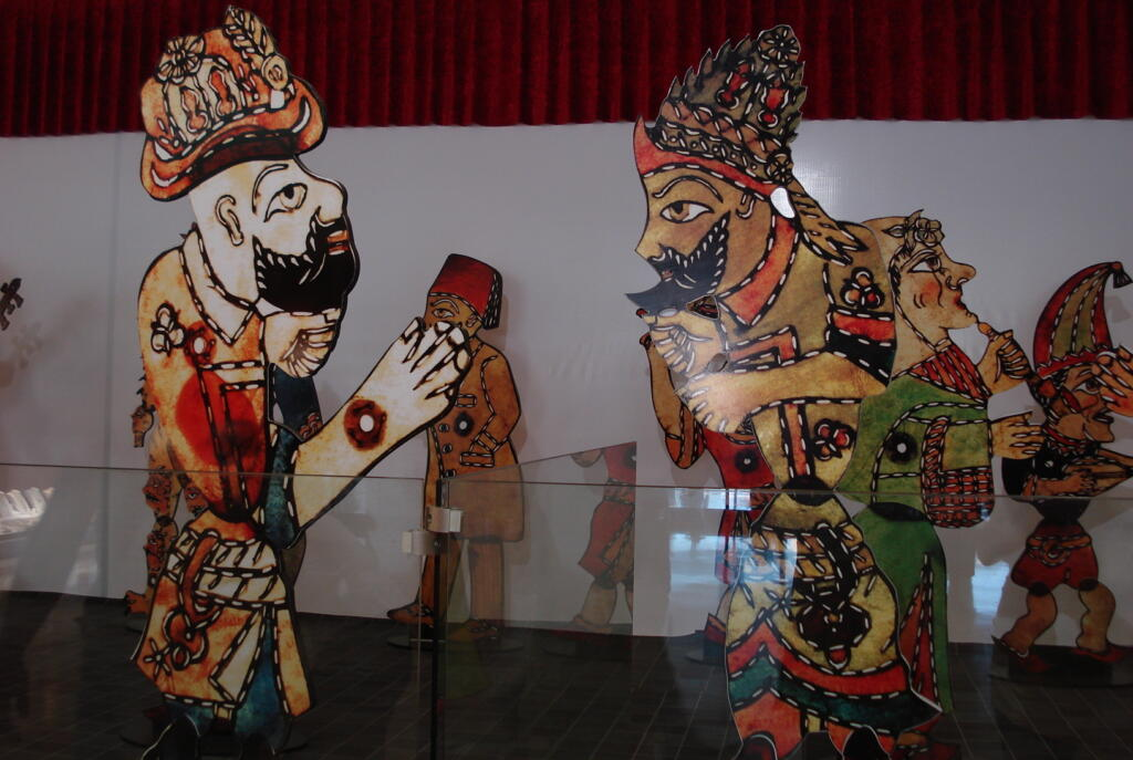 The mythical origins of shadow puppets - Ancient India, art history, china, culture, Indian history, Shadow Puppets, South India, tholu bommalaata
